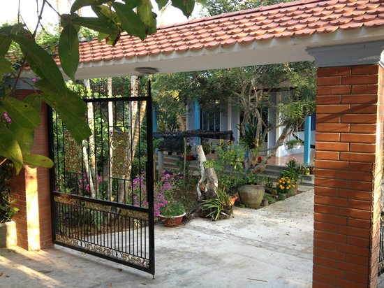 Chaque bungalow est cart par des fruitiers bild fr n for Jardin du mekong homestay
