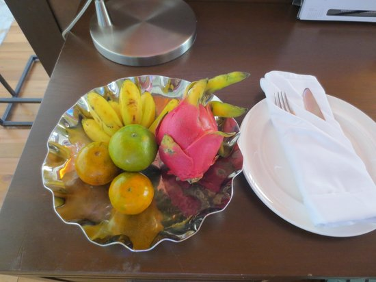 Centara Grand Beach Resort Phuket: Fruits in room.