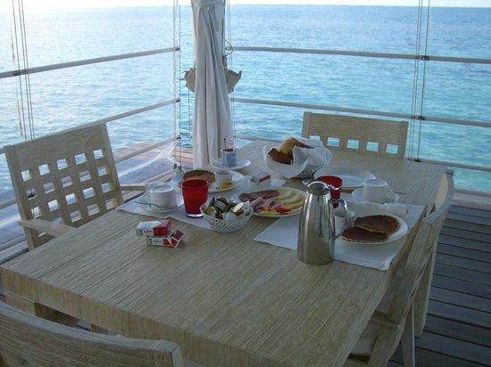 Diamonds Athuruga:                   colazione del mattino