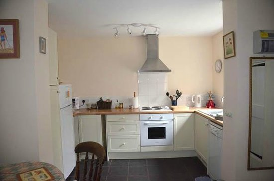 The Old Rectory: Pump House well equiped kitchen