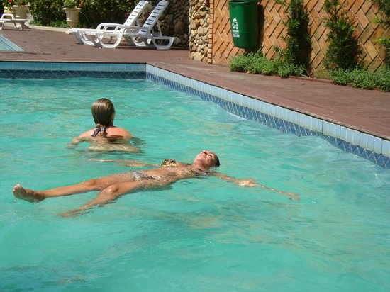 Bombinhas Tourist Hotel e Pousada: piscina