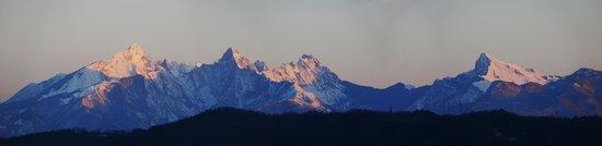 Il Rifugio del Pellegrino : Le Alpi Apuane al tramonto