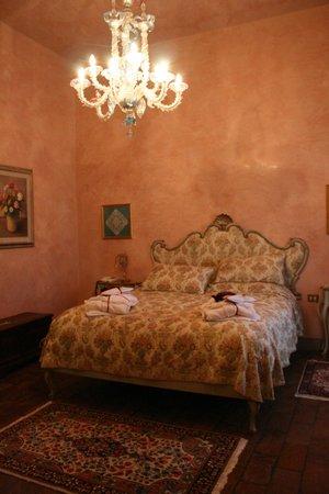 Villa Poggio Bartoli:                                     ...La nostra stanza...