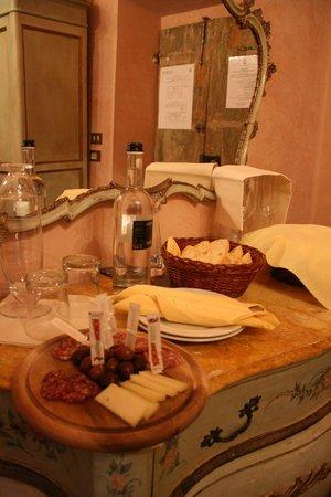 """Villa Poggio Bartoli:                                     ...Tagliere di """"Benvenuto"""" in camera nostra..."""