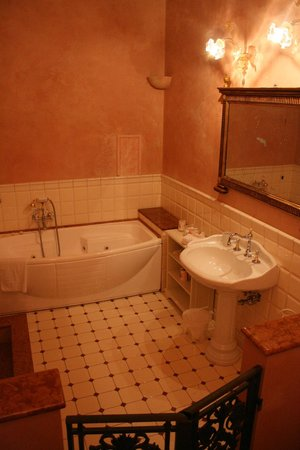 Villa Poggio Bartoli:                                     ...Il bagno della nostra stanza...