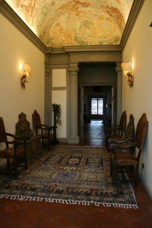 Villa Poggio Bartoli:                                     ...L'ingresso della Villa...