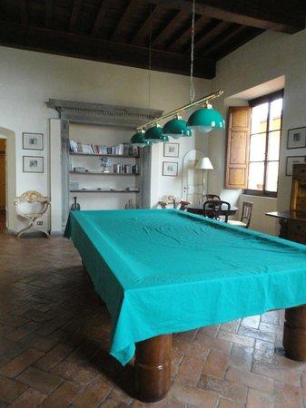 Villa Poggio Bartoli:                                     ...La sala comune con il bigliardo...