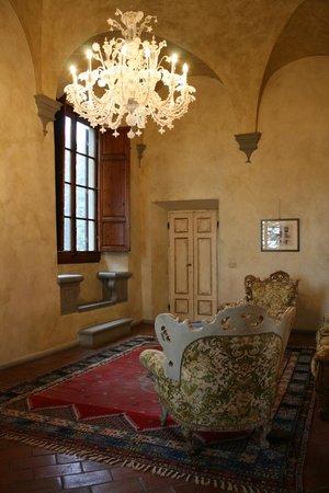 Villa Poggio Bartoli:                                     ...Una delle stanze relax comuni...