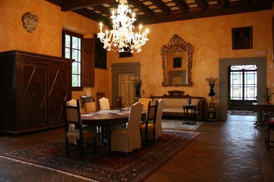 Villa Poggio Bartoli:                                     ...Il salone principale della villa...