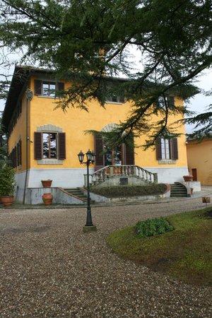 Villa Poggio Bartoli:                                     ...Vista esterna della villa...