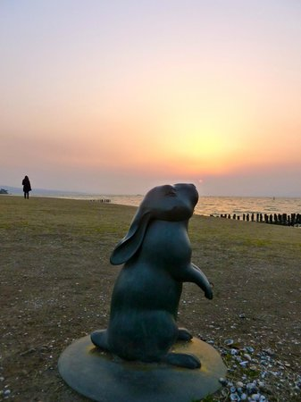 Shimane Art Museum: sunset with museum sculpture