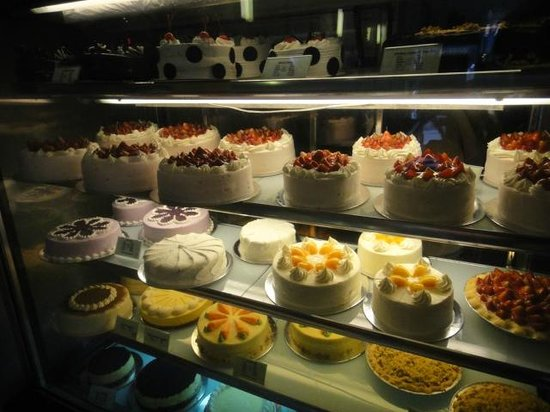Cake Art Cafe Baguio : strawberry cake - Picture of Vizco s Restaurant and Cake ...
