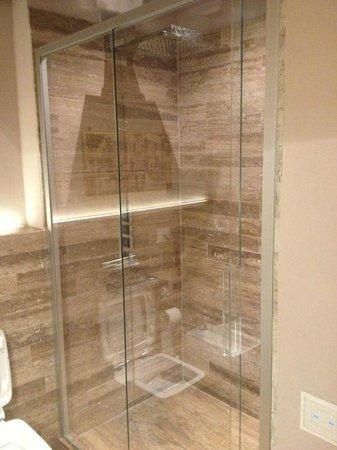 Villa Armena Relais:                   particolare della doccia in marmo