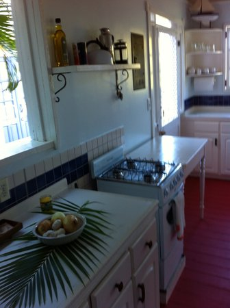 Galley Bay Cottages: Calabash Cottage kitchen