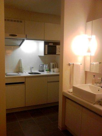 Citadines Karasuma-Gojo Kyoto:                   洗面&キッチン