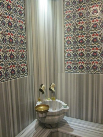 Dersaadet Hotel:                   Marble and Iznik tile lined hammam in room