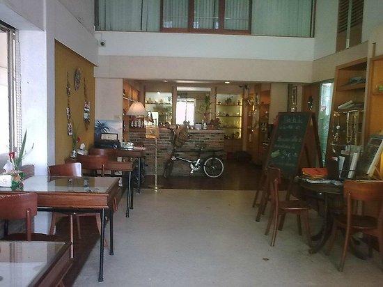 Le Ranong Bistro Hotel :                                     restaurant and reception