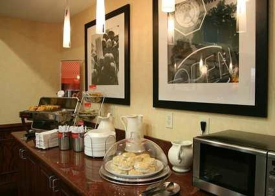 Hampton Inn & Suites Corpus Christi I-37 - Navigation Blvd.: Breakfast Area