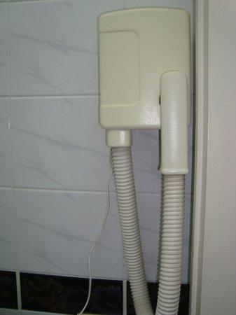 Centuria Hotel Buenos Aires: Olha o secador de cabelo ! Brincadeira ne ?  Não presta...