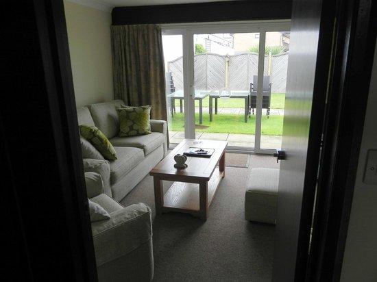 Riverside Park: lounge + terrace