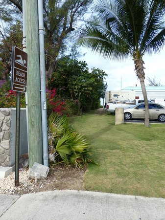 Sunshine Suites Resort:                   Access path to beach from road in behind Westin's garbage shed
