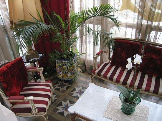 Hostal L' Antic Espai:                   Porch for Room 102