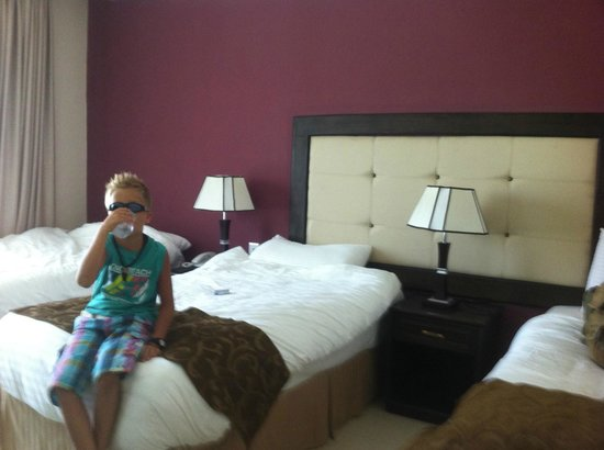 Petra Moon Hotel:                   lovely & spacious triple room