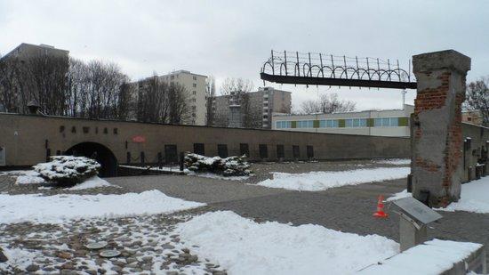 Pawiak Prison Museum: Esterno