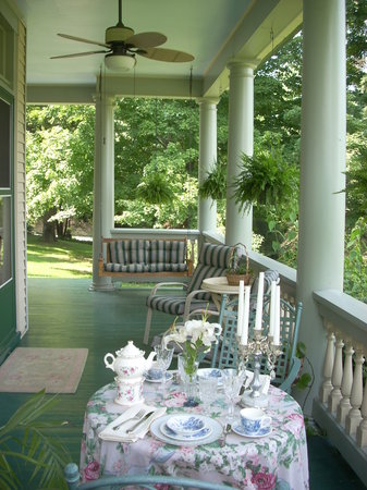 Northview Inn Bed and Breakfast: Beautiful front porch