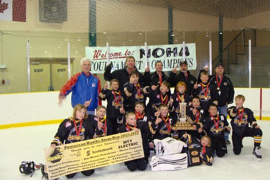 Leisure Inn Hotel: Powassan Hawks Atoms 2013 NOHA Champs - a great group of kids and parents stayed with us at the