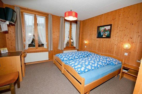 Hotel Edelweiss: Mehrbett Zimmer