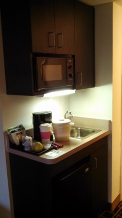 Holiday Inn Express Greenville Downtown :                   micro kitchen