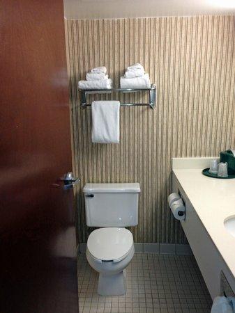 لا كوينتا إن آند سويتس سيفير فيل: bathroom
