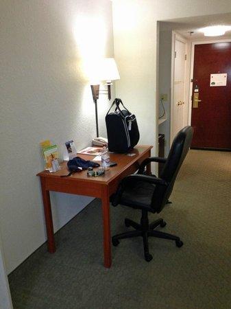 La Quinta Inn & Suites Sevierville / Kodak: desk