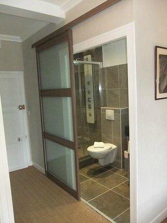 Les Perce-Neige : Salle de bains de la chambre 8