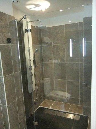 Les Perce-Neige : Salle de bains de la chambre 6