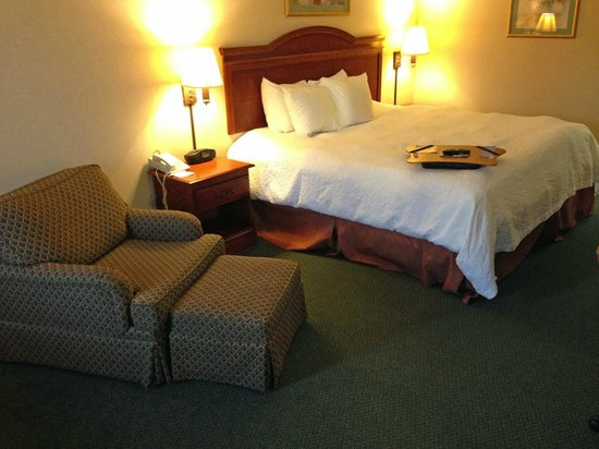 Baymont Inn & Suites Clarksville Northeast: room overview
