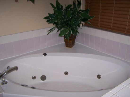 Fairbridge Inn & Suites :                   King Suite Spa Tub
