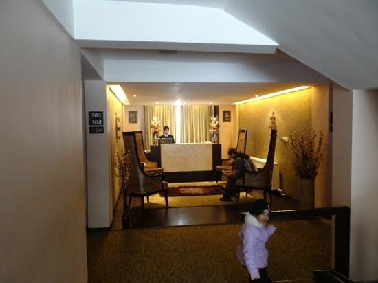 Hotel Pine Spring:                   Lobby
