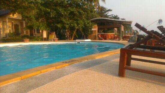 Amantra Resort & Spa:                   Pool and bar
