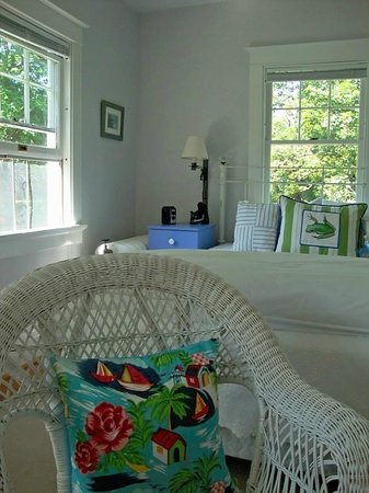 Finger Lakes Bed & Breakfast: The Photography Room is bright and cheerful