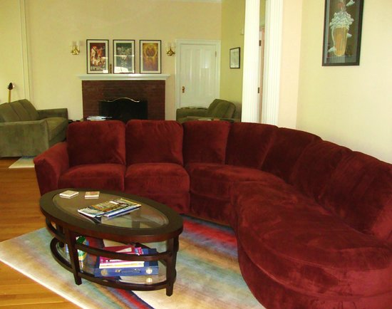 Finger Lakes Bed & Breakfast: One of several conversation areas