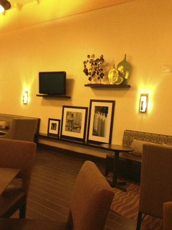 Hampton Inn & Suites Newtown:                   Lobby
