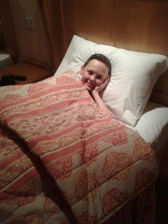 Lakeside International Hotel: comfy bed