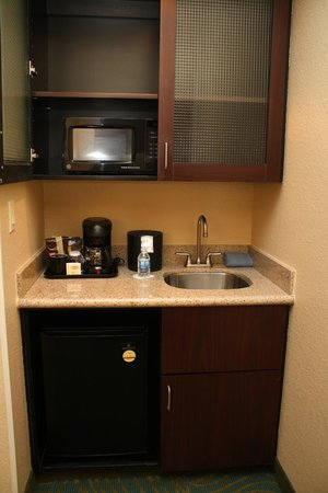SpringHill Suites Morgantown: Kitchenette
