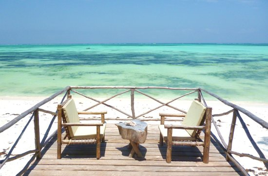 Seasons Lodge Zanzibar :                   Beach balcony - Perfect for an afternoon cocktail :)