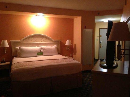 La Quinta Inn & Suites Memphis East-Sycamore View:                   My Room