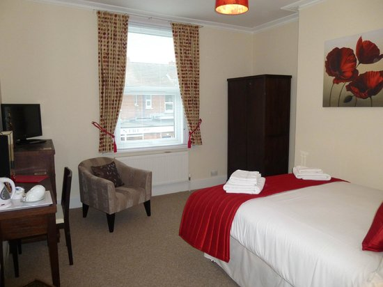 Number 10 Self Catering: Guest room