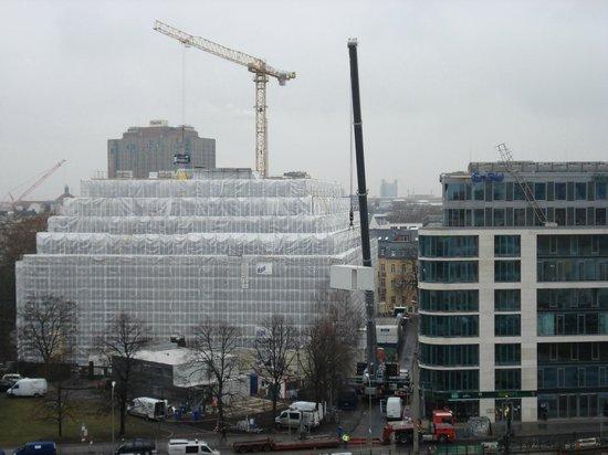 Meliá Berlin: Quartier de bureaux et commerces.