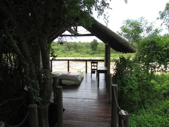 Jock Safari Lodge:                                     Your own private viewing platform-a sala